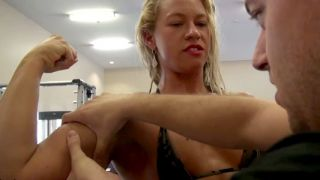 Diva getting her bicep muscle worshiped