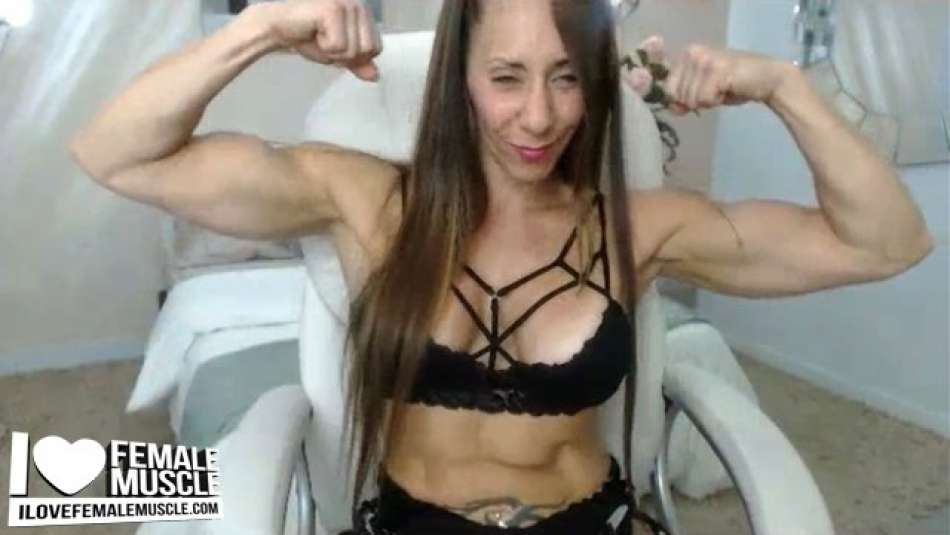 Larissa Reis flexing on webcam
