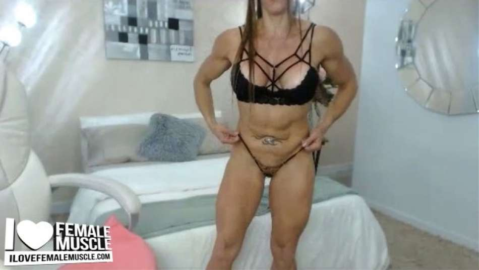muscular body webcam girl larissa reis