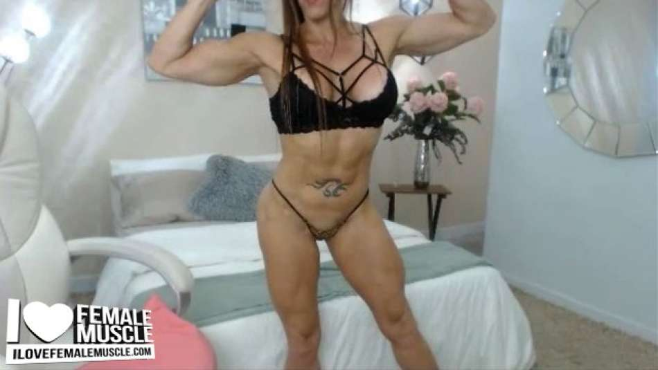 nice muscle cam girl