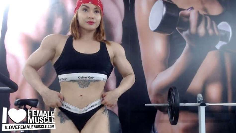 huge muscle girl on webcam
