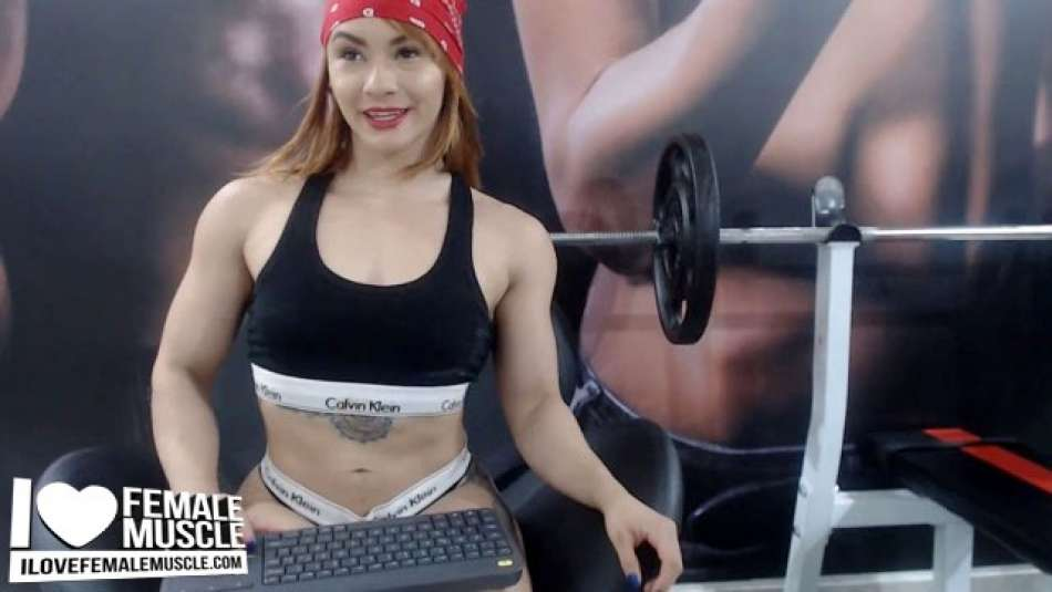 sexy muscle cam girl candy fox