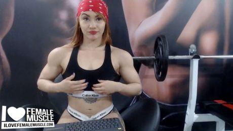 Muscular Webcam Girl Candy Fox is Amazing