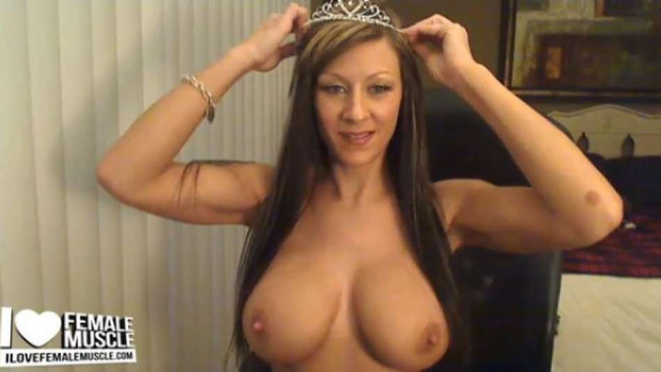 webcam model Tania Tapia showing big tits