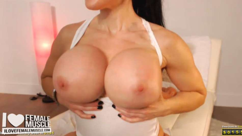 fit model samantha kelly showing her big boobs