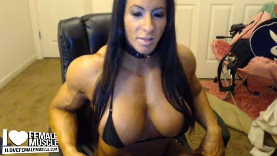 Angela Salvagno flaunting seriously ripped bod on webcam