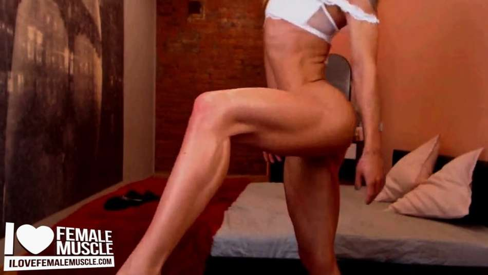 sexy fitness model on cam