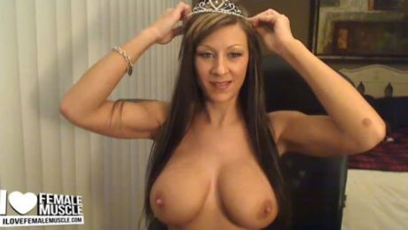 Busty & Fit Webcam Girl Tania Tapia