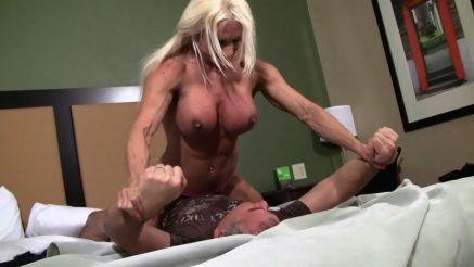 naked female bodybuilder wrestling a guy