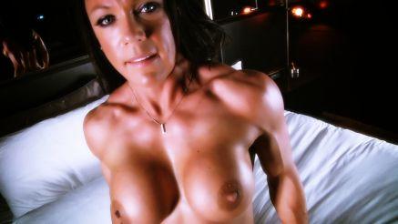 female muscle pornstar bella ready to fuck