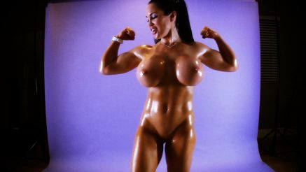 Samantha Kelly naked flexing her biceps