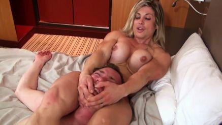 female bodybuilder mixed wrestling headlock