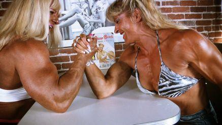 female bodybuilders arm wrestling contest