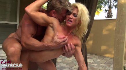 female bodybuilder MILF getting fucked