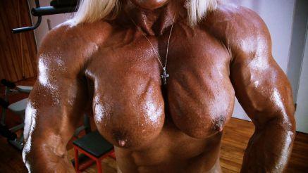 she hulk massive nude female bodybuilder flexing muscle