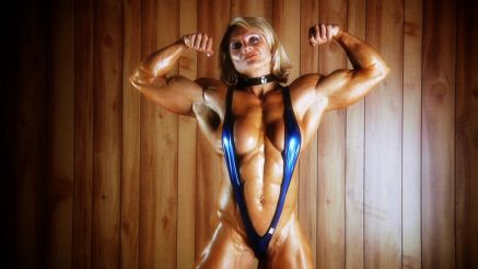 massive female bodybuilder bicep flex Brigita Brezovac