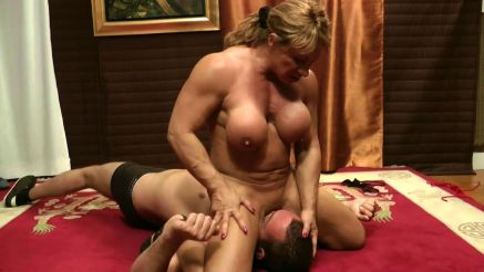 muscle milf kathy connors sitting on guys face