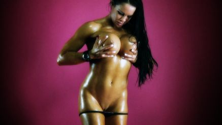 oiled up female muscle samantha kelly