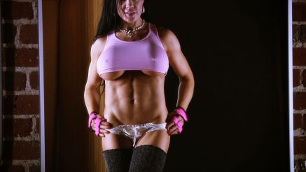 fitness model Samantha Kelly showing off amazing body